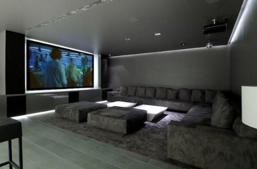 Sala de TV que parece um cinema